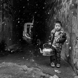 IUP Honor Mention - Hong Jiang (China) <br /> Water Fetching Child