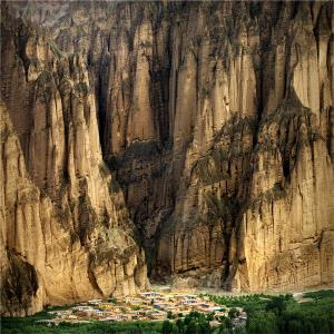 Bugis Photo Cup Circuit Merit Award - Jixian Shi (China) <br /> People Under The Cliff