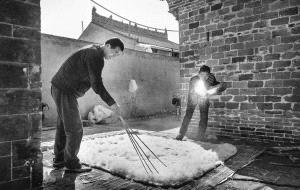 PhotoVivo Gold Medal - Zhihui Shi (China) <br /> Making Felt