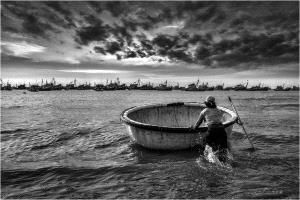 APU Gold Medal - Lee Eng Tan (Singapore)  Preparing For Fishing Bw
