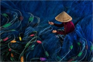 PhotoVivo Honor Mention e-certificate - Lee Eng Tan (Singapore)  Lady Mending Nets 4