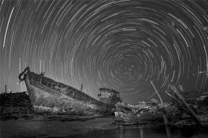 PhotoVivo Honor Mention e-certificate - Junlin Tang (China)  A Broken Boat Under The Starry Sky
